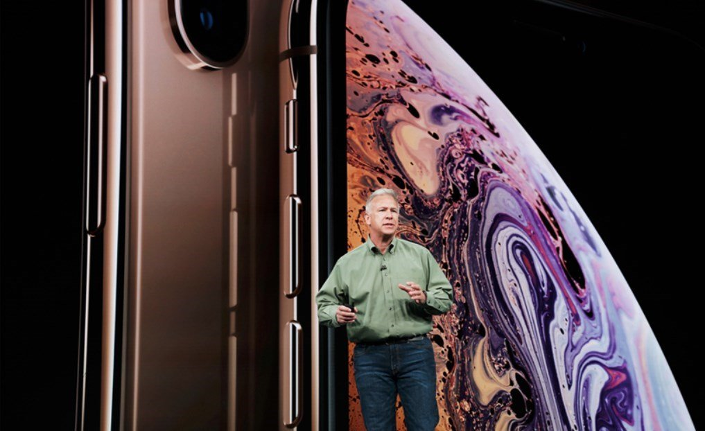 Phil Schiller introduces iPhone XS and iPhone XS Max